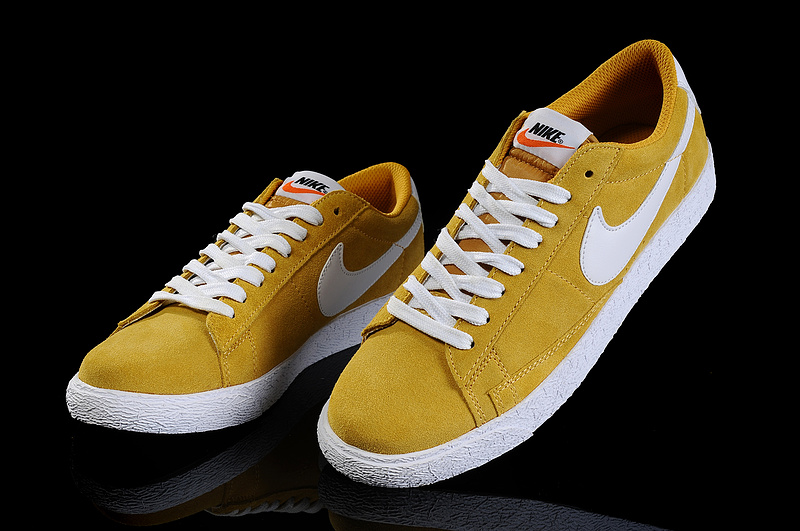 chaussure nike femme moutarde